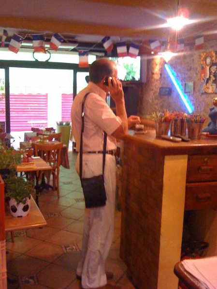 Le Maire au café bandolais